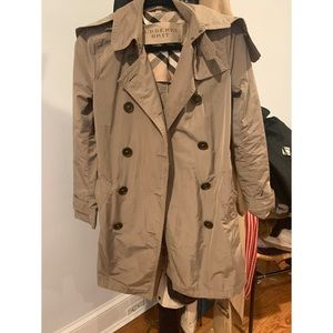 BEAUTIFUL BURBERRY TRENCH COAT